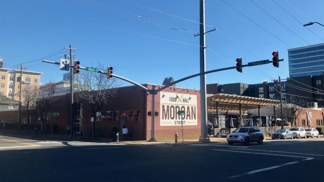 摩根街美食街由约2万2000平方英尺的旧仓库改装而成。(记者王明心/摄影)