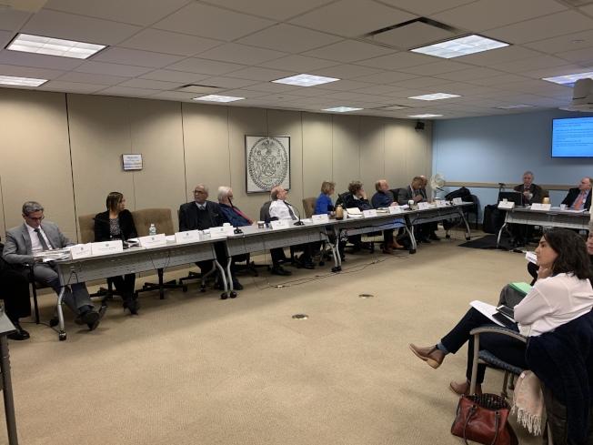 紐約市地稅改革顧問委員會舉行公聽會,聽取市租金釐定委員會和其他學界人士對地稅改革的想法。(記者和釗宇/攝影)