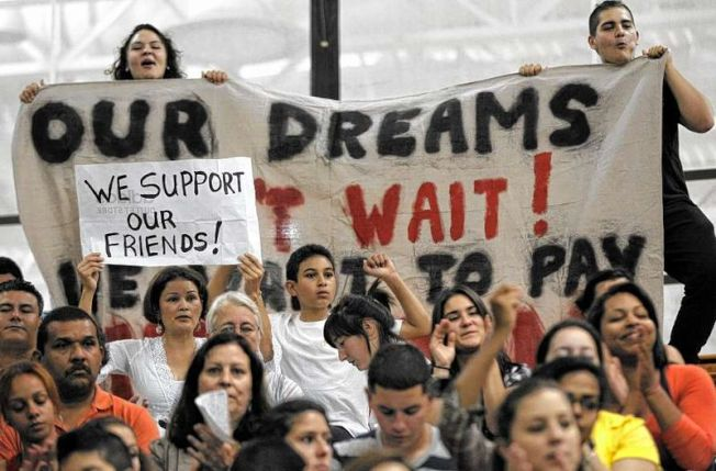 移民維權團體已力推紐約州夢想法案多年,但過去六年間都折戟州參議會。(美聯社)