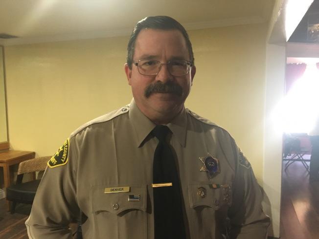 洛杉磯縣警局核桃鑽石吧分局指揮官丹沃(Louie Denver)22日表示,2019年初以來,東區治安轄區發生多起砸車盜竊案件。(記者啟鉻/攝影)
