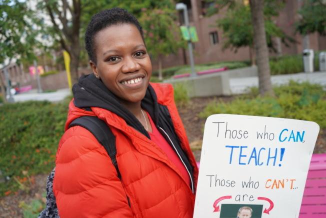 非裔教師Rashanda為少數族裔學生發聲。(記者王千惠/攝影)