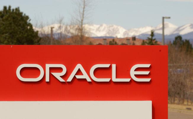 聯邦勞工部22日遞狀控告矽谷軟體巨擘甲骨文(Oracle)薪資歧視,在五年期間少付女性與亞裔員工薪資,合計超過4億元。(路透)