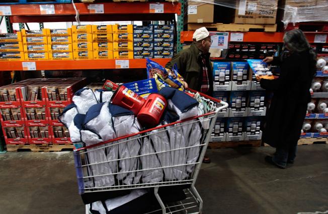 無法控制購物衝動的人,成為量販店的會員,不但省不了錢,反而花費更多。(Getty Images)