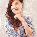 雷安娜為華埠小姐高歌