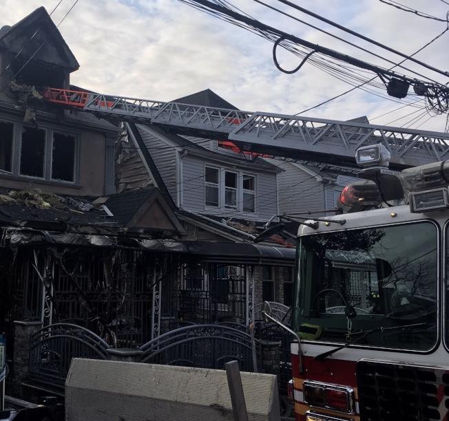牙買加的一個住宅區發生四級火警。(取自市消防局推特)