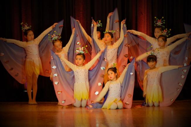 小朋友帶來精彩舞蹈表演。(記者曹健╱攝影)