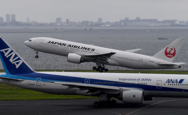 全日空(前)、日本航空(後)都在加強乘客搭飛機的舒適感。(Getty Images)