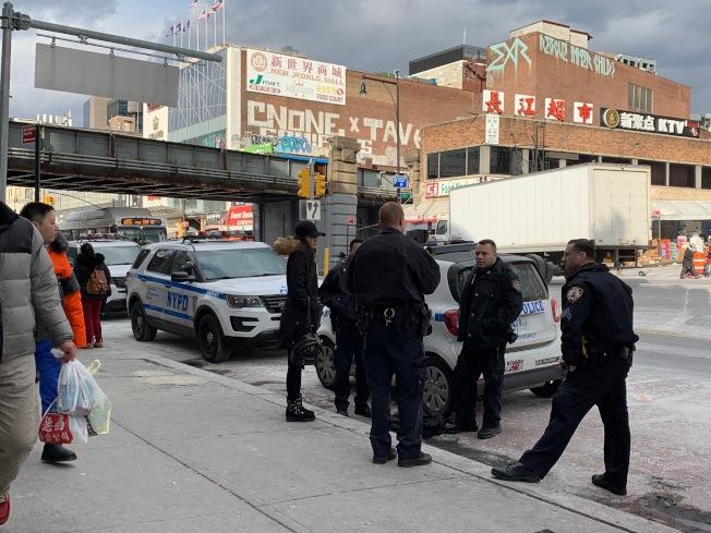 警方接獲報案後,派出多名警員進行街頭追捕。(記者賴蕙榆/攝影)