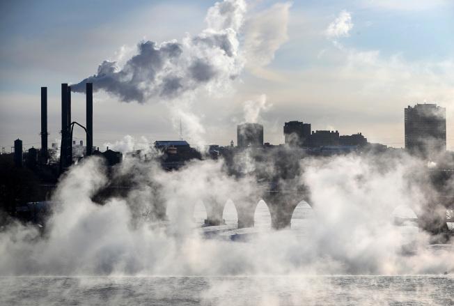 明尼蘇達州明尼阿波利斯市在強風吹襲下,體感溫度低至-50℉。(Getty Images)