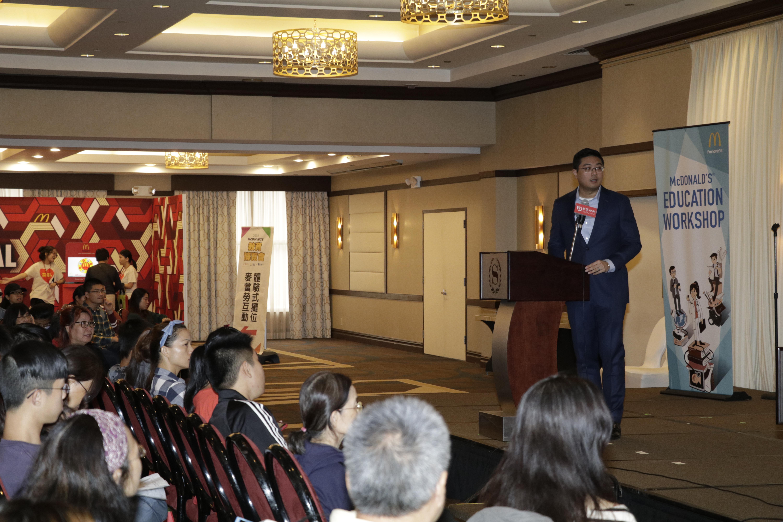 領航教育的顏謙業校長演講,用CAAS申請大學將成趨勢。