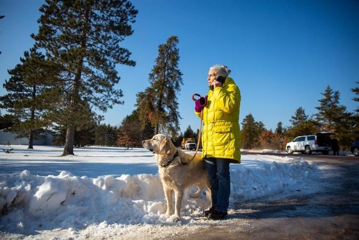 住在威州道格拉斯郡葛登的婦人Jeanne Nutter,在遛狗途中,遇到遭綁架脫困的潔米‧克洛斯(Jayme Closs),立即報警。(Getty Images)