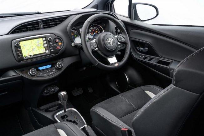 Yaris GR Sport使用與86相同的小盤幅方向盤。(Toyota)