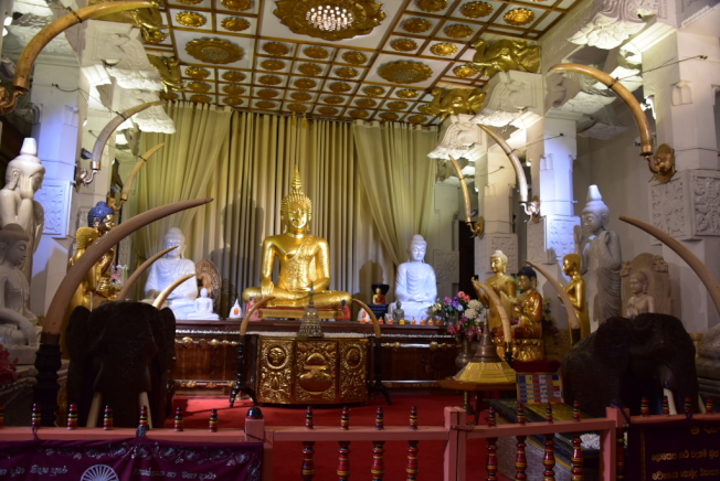 達拉達・馬利嘎瓦寺供奉釋迦牟尼的一顆佛牙舍利。