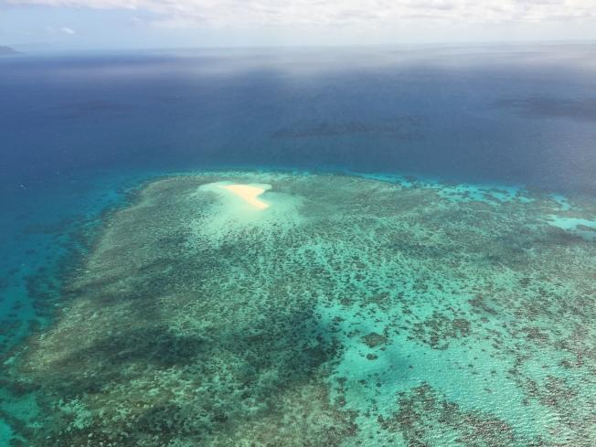 空中俯瞰大堡礁。
