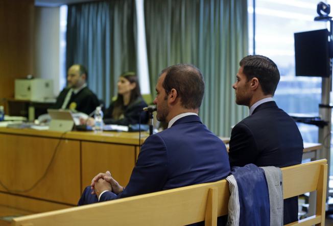 西班牙皇家馬德里足球隊球員阿隆索(右)被控稅務詐欺,逃稅200萬歐元。(美聯社)