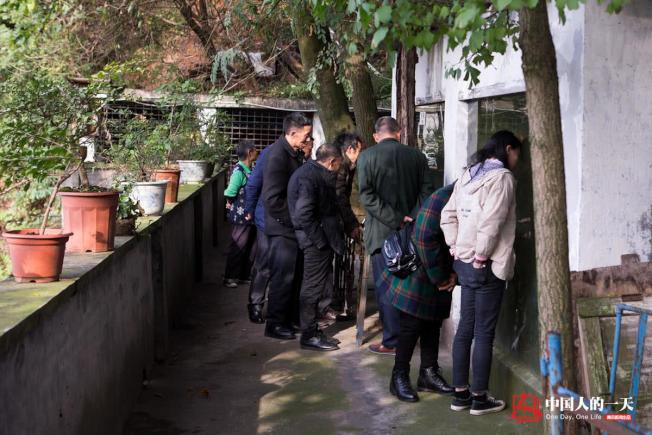這30年間恩施市城區人口猛增到30多萬,很多市民就是從參觀羅應玖的動物園開始認識和瞭解野生動物的。(取材自微信)