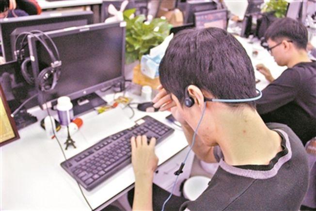 王孟琦是視障IT「工程師」,負責產品測試工作。(取材自廣州日報)