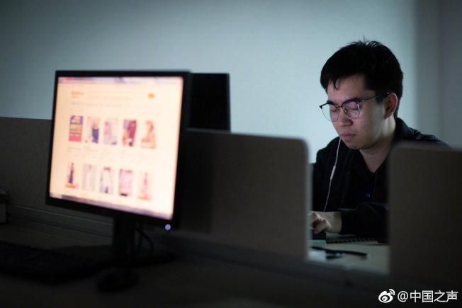 蔡勇斌透過自學編程、編寫無障礙程序。(取材自微博)