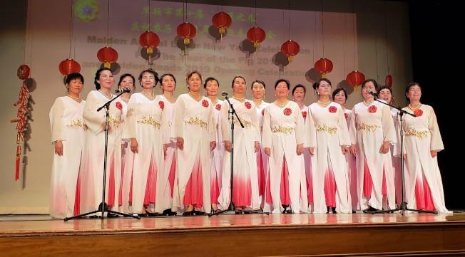 華夏歌舞團表演「祝福你」。(記者唐嘉麗/攝影)