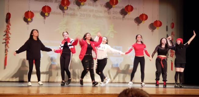 波士頓拉丁學校的韓風舞蹈隊表演「The Heist」。(記者唐嘉麗/攝影)