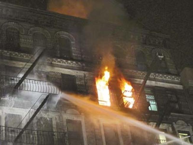 2010年發生在格蘭街的七級大火讓許多人無家可歸。(本報檔案照)