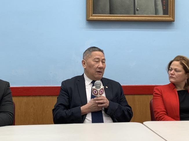 伍銳賢表示,華裔社區最關心的議題是反對在華埠建監獄、反對廢除特殊高中入學考試以及反對大麻合法化。(記者和釗宇/攝影)
