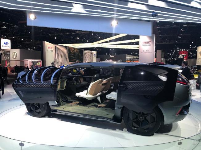 廣汽(GAC)的概念車裡,汽車被布置成一個家,全透視車窗與大地結合。