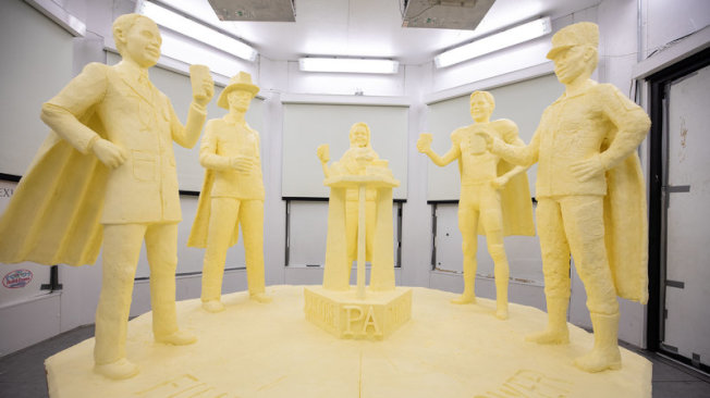 今年賓州農業博覽會的奶油雕像模仿超級英雄聚會場景。(取材自Flicker)