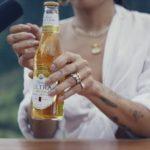 超級盃/啤酒廣告爆紅  刺激愉悅神經  且倒酒且呢喃