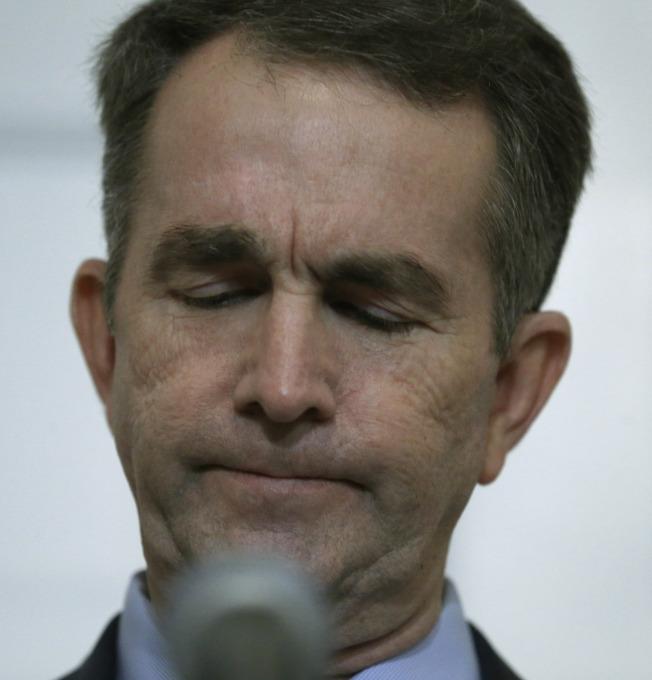 维州州长诺谭2日在州长办公室公开否认拍过3K党照片,但愿为过去不当言行道歉。(美联社)