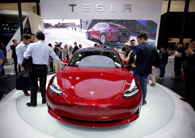為衝刺銷售,特斯拉宣布Model 3再降價1100美元,是今年來第二次調降價格。   路透