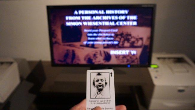 進入寬容博物館的每個觀眾都會拿到一張受難孩童的照片,參觀到尾聲時,透過電腦螢幕可讀出這名孩童當年遭遇。 中央社