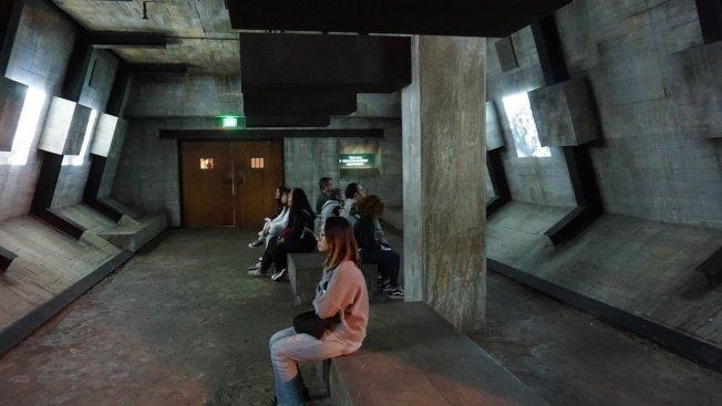 洛杉磯的寬容博物館透過空間擺設,呈現當年納粹屠殺600萬猶太人的歷史,目的是教育下一代,讓歷史不再重演。 中央社