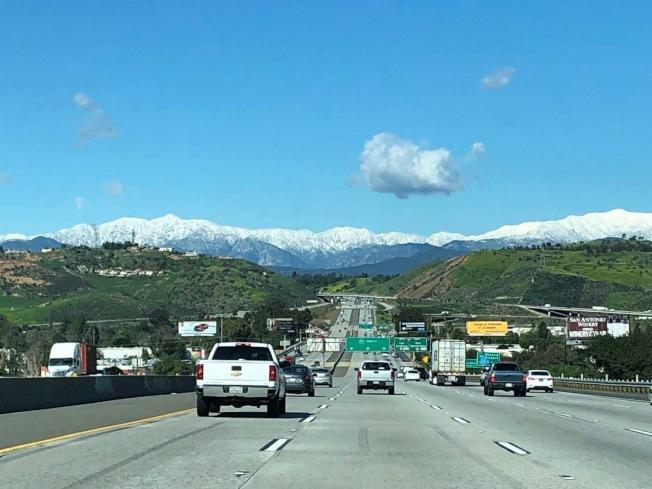 在57號公路上看到的美麗雪景。(記者張越/攝影)
