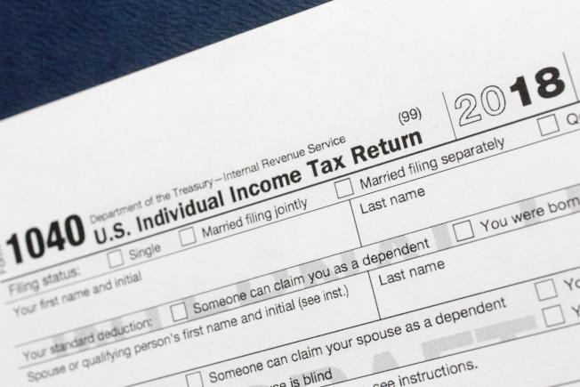 川普政府推動的稅改,從這個報稅季開始適用新規申報。圖為2018年度的個人所得稅稅表。(美聯社)