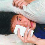 醫藥|睡前滑手機 藍光刺激難入睡