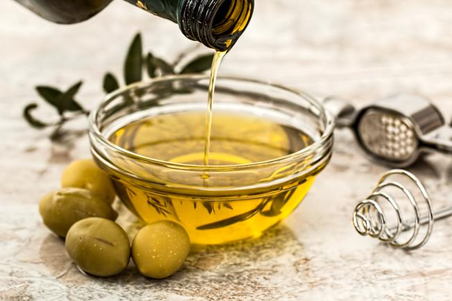 地中海飲食包括食用橄欖油。(pexels)