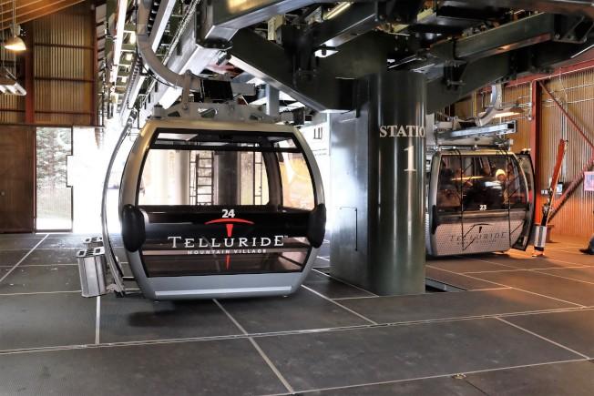 特柳賴德滑雪場提供的大型纜車。不會滑雪的人一樣可以坐著纜車,欣賞雪國風情。