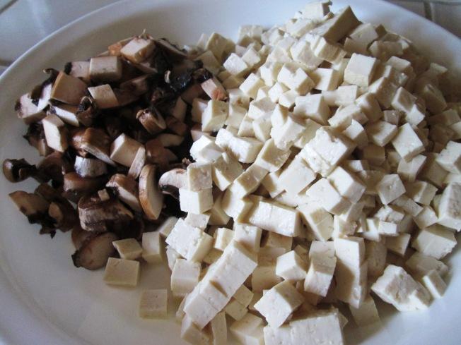 香椿蘑菇豆腐材料