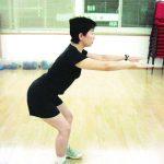 分腿曲蹲 提臀、強化膝蓋