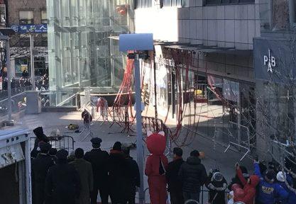 法拉盛華商會燃放10萬發炮竹,祝願民眾新春快樂。(記者牟蘭/攝影)