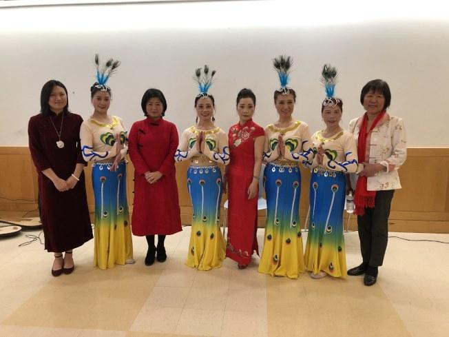 第一場新春活動在布碌崙貝瑞吉進行,傳授中華文化和習俗。(記者顏潔恩/攝影)