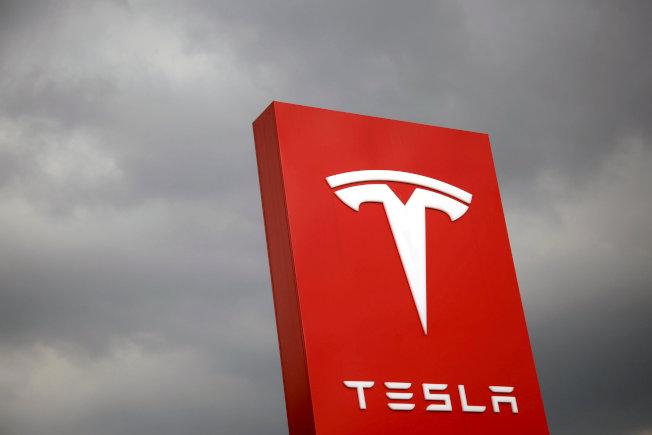電動車大廠特斯拉大裁員,北美客戶的交車團隊超過半數員工被解聘。(路透資料照片)