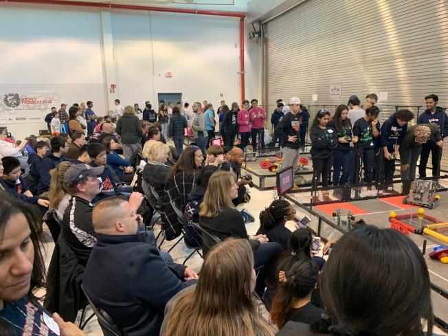 皇后區沃恩航空學院9日舉辦機器人大賽。(記者賴蕙榆/攝影)