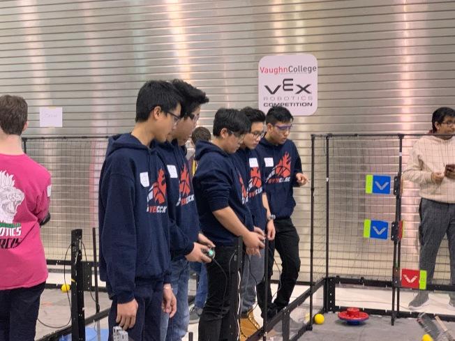 機器人大賽看中學生設計能力,同時考驗臨場操作技巧。(記者賴蕙榆/攝影)