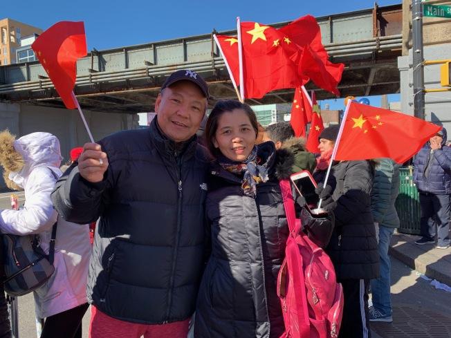 蔡德龍和林佩君夫婦對於能在海外過新年感到很感動。(記者賴蕙榆/攝影)