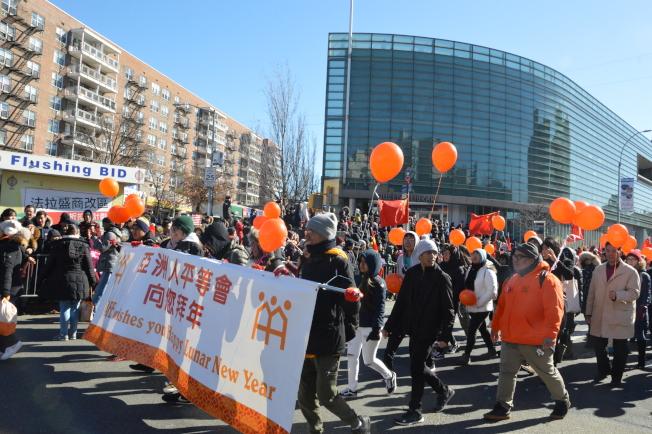 亞洲人平等會由橘黃色的氣球海組成。(記者牟蘭/攝影)