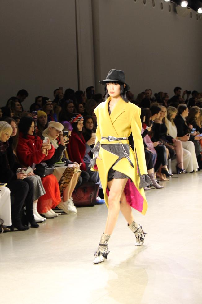 大秀開始,輕快的顏色配合幹練的西裝設計一掃職場女性的刻板影響。(記者張晨/攝影)