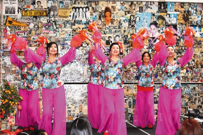 慶祝會安排了富有中華民族特色的舞蹈表演。(記者黃少華/攝影)