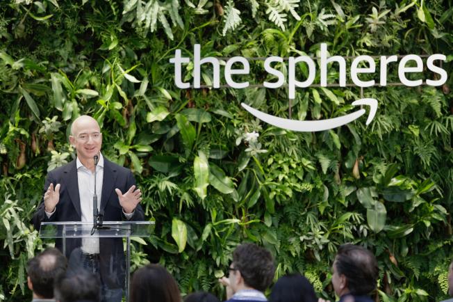 電子商務巨擘亞馬遜執行長貝佐斯桃色新聞纏身,但未影響該公司的營運。(Getty Images)